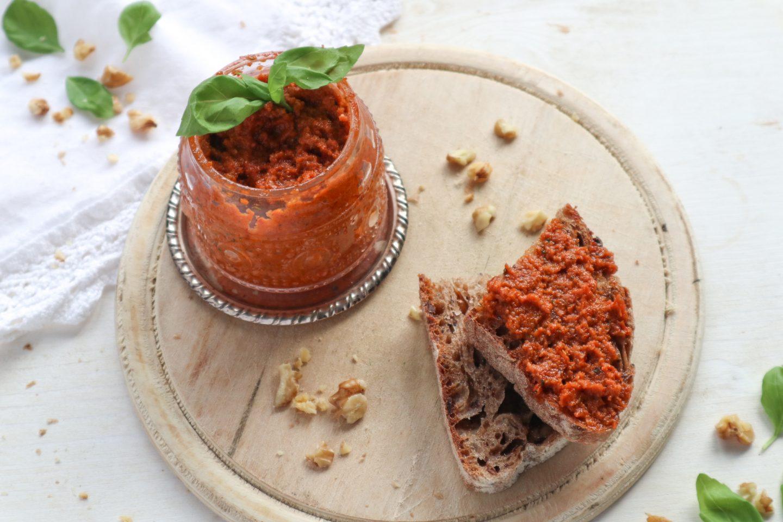 Pesto di pomodori secchi e noci